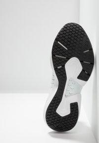 Reebok - SOLE FURY 00 - Sportovní boty - white/black/emeral - 4