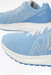 Reebok - FOREVER FLOATRIDE ENERGY SHOES - Neutral running shoes - blue - 5