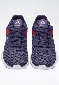 Reebok - REEBOK FLEXAGON ENERGY SHOES - Stabilní běžecké boty - purple/pink/white - 3