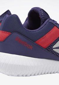 Reebok - REEBOK FLEXAGON ENERGY SHOES - Stabilní běžecké boty - purple/pink/white - 5