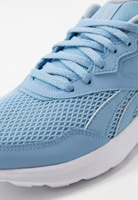 Reebok - QUICK MOTION 2.0 - Obuwie do biegania treningowe - blue/white/cold grey - 5
