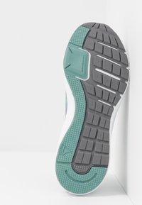 Reebok - RUNNER 4.0 - Neutrální běžecké boty - collegiate shadow/cold grey/green slash - 4