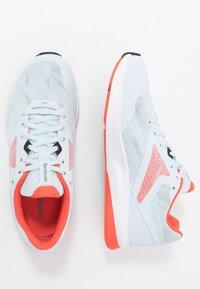 Reebok - RUNNER 4.0 - Neutrální běžecké boty - glass blue/vivid orange/cool grey - 1