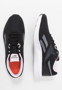 Reebok - RUNNER 4.0 - Obuwie do biegania treningowe - black/cloud grey/pix pink - 1