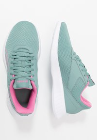 Reebok - LITE 2.0 - Zapatillas de competición - green slash/white/positiv pink - 1