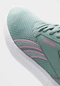 Reebok - LITE 2.0 - Zapatillas de competición - green slash/white/positiv pink - 5