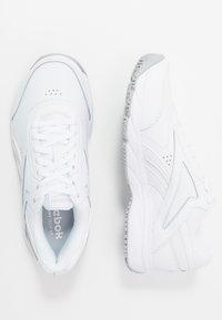 Reebok - WORK N CUSHION 4.0 - Chodecké tenisky - white/cold grey - 1