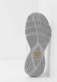 Reebok - WORK N CUSHION 4.0 - Chodecké tenisky - white/cold grey - 4