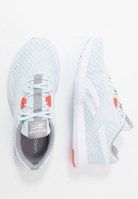 Reebok - REAGO ESSENTIAL 2.0 - Sportovní boty - glass blue/white/vivid orange - 1