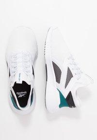 Reebok - FREESTYLE MOTION - Chaussures d'entraînement et de fitness - white/black/hero teal - 1