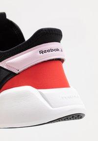 Reebok - FREESTYLE MOTION - Sports shoes - black/pix pink/read red - 5