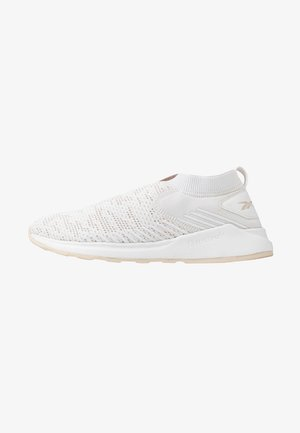 EVER ROAD DMX SLIP ON 2 - Zapatillas de running neutras - white/stucco
