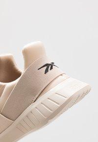 Reebok - LITE SLIP ON - Chaussures de running neutres - stucco/modern beige/black - 5