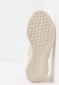 Reebok - LITE SLIP ON - Chaussures de running neutres - stucco/modern beige/black - 4