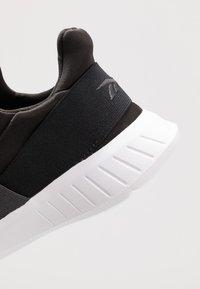 Reebok - LITE SLIP ON - Neutrální běžecké boty - cold grey/black/white - 5
