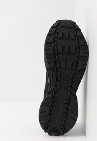 Reebok - RIDGERIDER 5 GTX - Běžecké boty do terénu - black/pix pink - 4