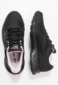 Reebok - RIDGERIDER 5 GTX - Běžecké boty do terénu - black/pix pink - 1