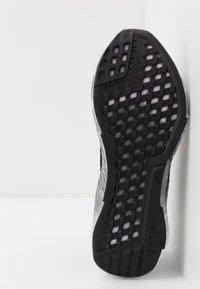 Reebok - FLASHFILM 2.0 - Chaussures de running neutres - black/cold grey/pix pink - 4