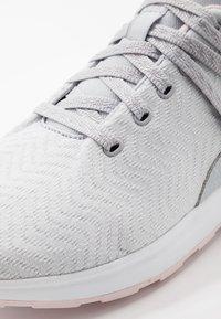 Reebok - EVER ROAD DMX 2.0 - Zapatillas para caminar - grey/pink/white - 5