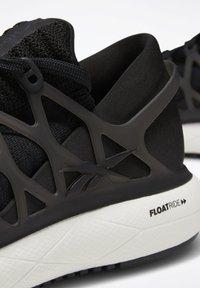 Reebok - FLOATRIDE RUN 2.0 SHOES - Hardloopschoenen neutraal - black - 7