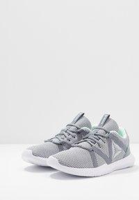 Reebok - REAGO ESSENTIAL - Sportovní boty - grey/white/emerald - 2