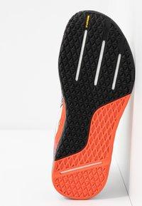 Reebok - NANO X - Sportschoenen - white/blue/vivid orange - 4
