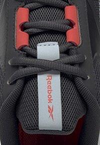 Reebok - REEBOK ENERGYLUX 2.0 SHOES - Løbesko stabilitet - grey - 7