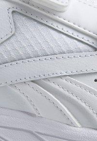 Reebok - WORK N CUSHION 4.0 SHOES - Walking shoes - white - 8