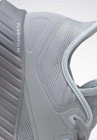 Reebok - REEBOK FLASHFILM 2.0 SHOES - Obuwie do biegania treningowe - grey - 8