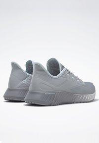 Reebok - REEBOK FLASHFILM 2.0 SHOES - Obuwie do biegania treningowe - grey - 3