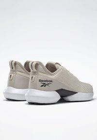 Reebok - REEBOK INTERRUPTED SOLE SHOES - Løbesko stabilitet - beige - 3