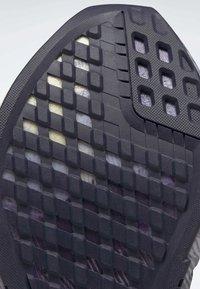 Reebok - REEBOK FLASHFILM 2.0 SHOES - Obuwie do biegania treningowe - purple - 7