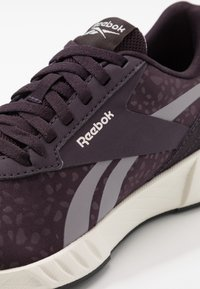 Reebok - LITE PLUS 2.0 - Obuwie do biegania treningowe - midnight shadow/gravity grey/glass pink - 5