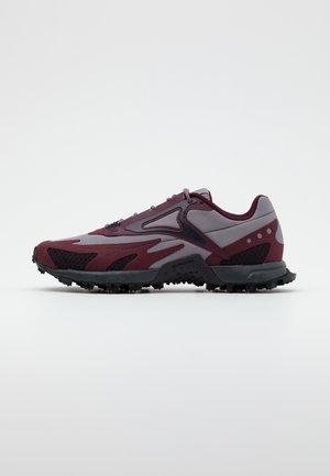 AT CRAZE 2.0 - Obuwie do biegania Szlak - grape/grey/maroon/black