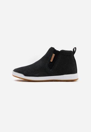 EVER ROAD SLIP MID TOP - Zapatillas para caminar - black/white