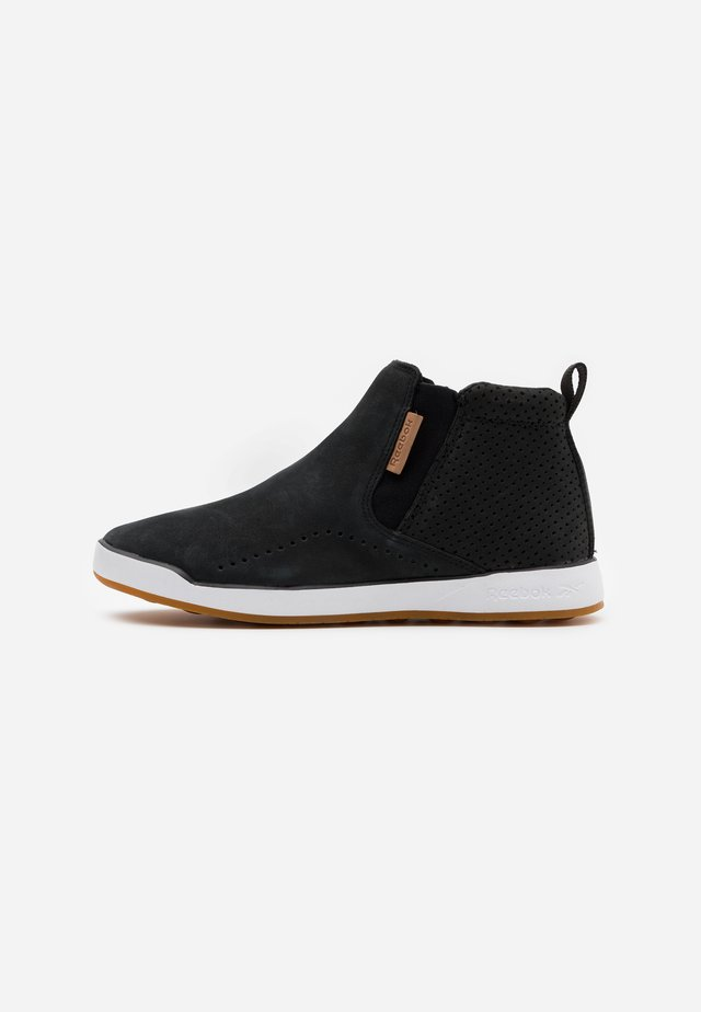 EVER ROAD SLIP MID TOP - Walking trainers - black/white