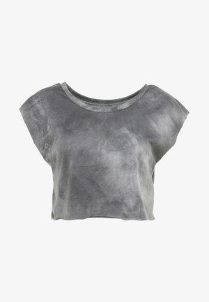 COMBAT SPRAYDYE CROP TEE - T-shirt con stampa - grey