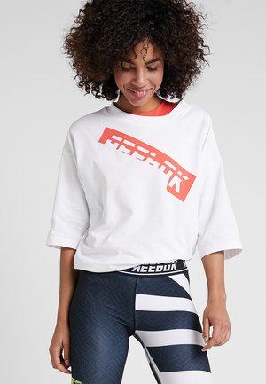 GRAPHIC TEE - Print T-shirt - white