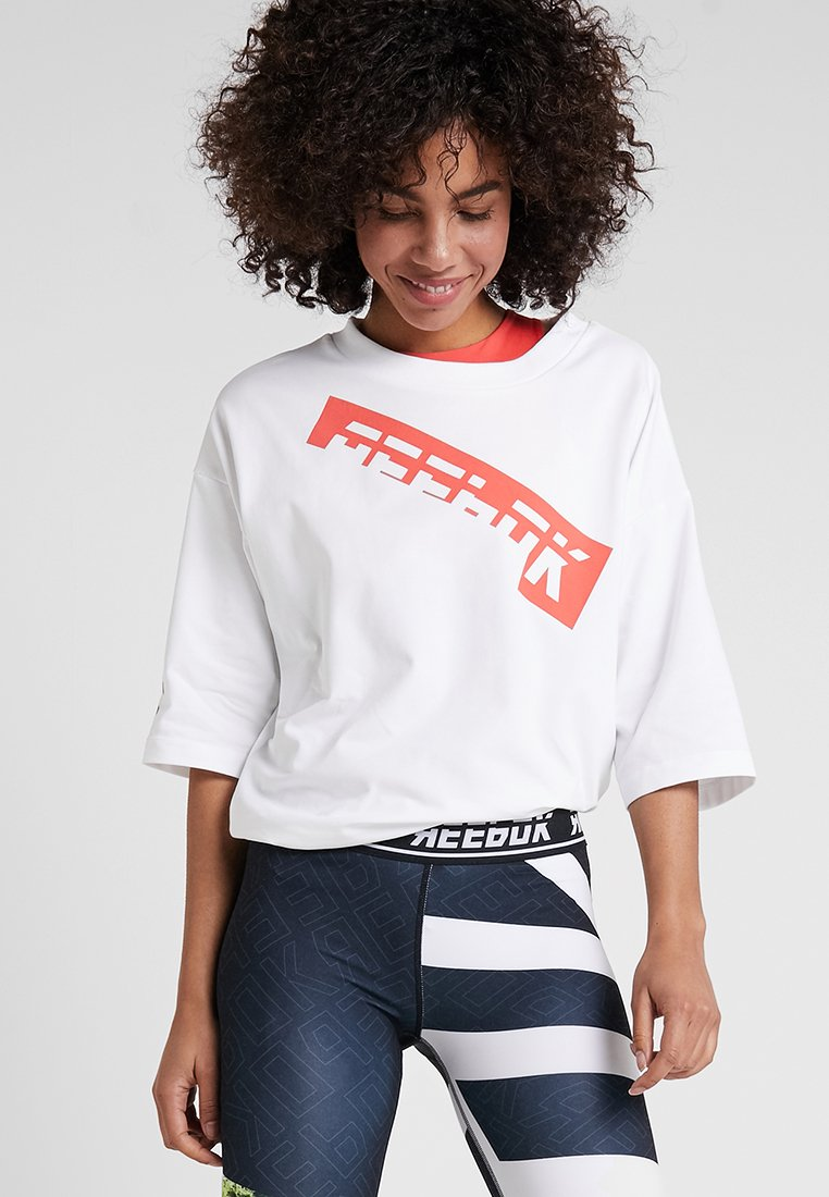 Reebok - GRAPHIC TEE - T-shirts med print - white
