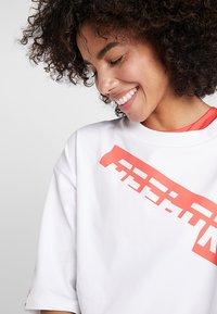 Reebok - GRAPHIC TEE - T-shirts med print - white - 3