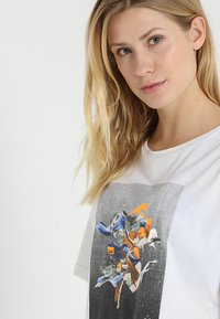 Reebok - TEE - T-shirt imprimé - white - 3