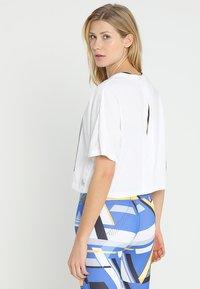 Reebok - TEE - T-shirt imprimé - white - 2