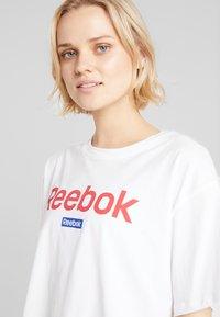 Reebok - LINEAR LOGO CROP TEE - Print T-shirt - white - 4