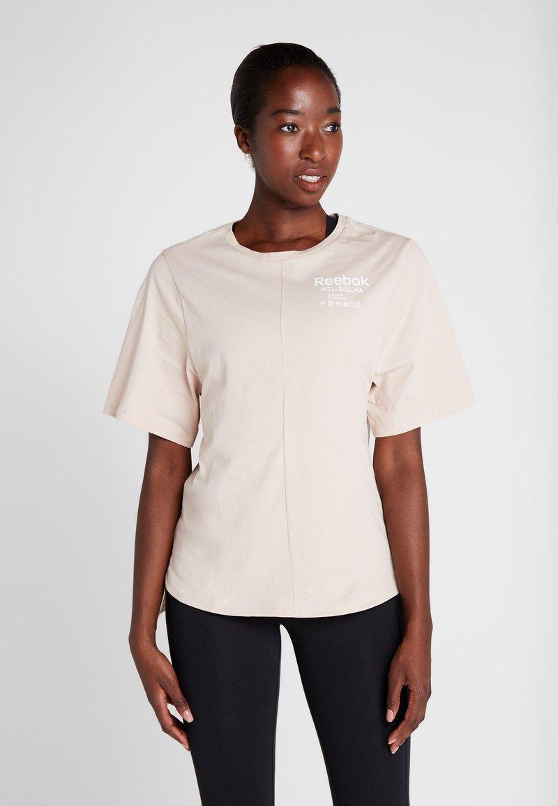 Reebok - GRAPHIC TEE - Print T-shirt - buff