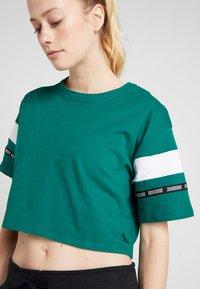 Reebok - SOLID TEE - T-shirt med print - green - 4