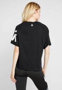 Reebok - MEET YOU THERE GRAPHIC TEE - Print T-shirt - black - 2