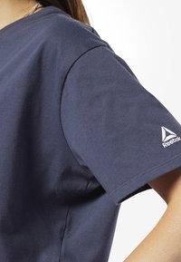Reebok - TRAINING ESSENTIALS LINEAR LOGO CROP TEE - T-shirt print - blue - 3
