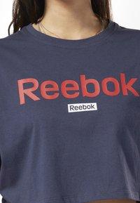 Reebok - TRAINING ESSENTIALS LINEAR LOGO CROP TEE - T-shirt print - blue - 2