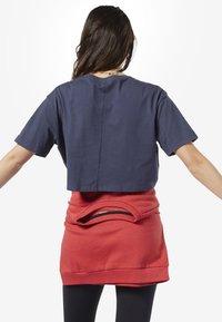 Reebok - TRAINING ESSENTIALS LINEAR LOGO CROP TEE - T-shirt print - blue - 1