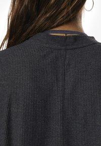 Reebok - TRAINING ESSENTIALS RIBBED TEE - Basic T-shirt - black - 5